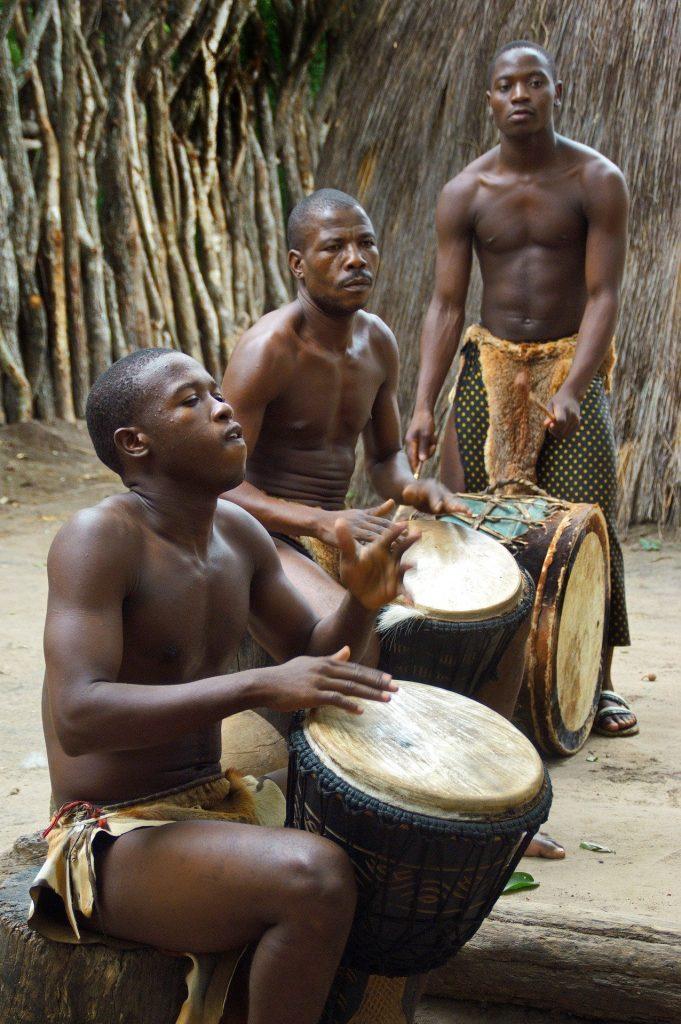 Un groupe de tambourinaires d'Afrique du Sud